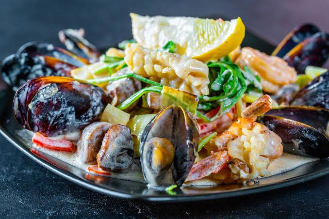 seafood served in a plate to show keto diet for weight loss